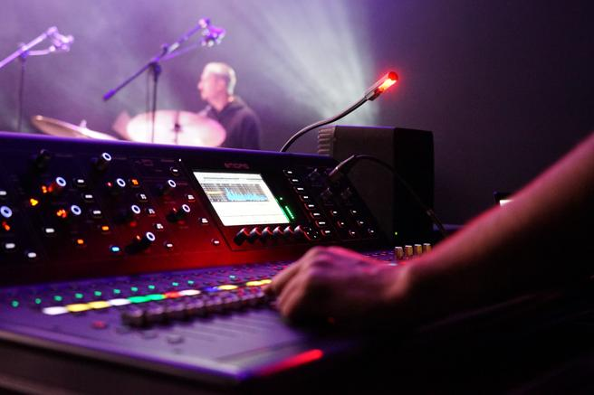 En los espectáculos en vivo son necesarios técnicos de sonido y luz. (Institut del Teatre)