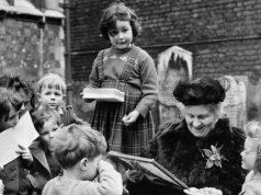 La educadora Maria Montessori amb els seus alumnes de l'escola Smithfield, a Londres al 1951. (Popperfoto / Getty)