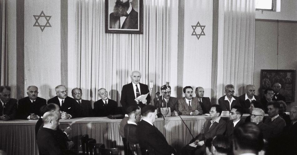 El primer ministro israelí David Ben-Gurion durant la Declaració d'Independència de l'estat d'Israel