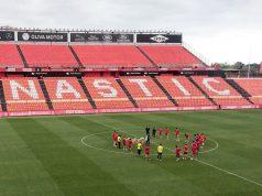 Els jugadors al cercle central del nou estadi (Andreu Nin Report).
